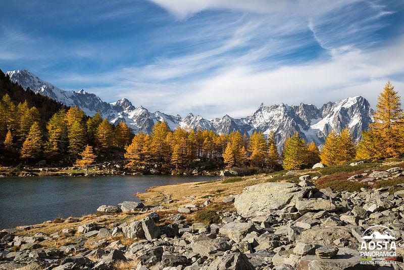 Autunno al Lago d'Arpy, vista sul Monte Bianco